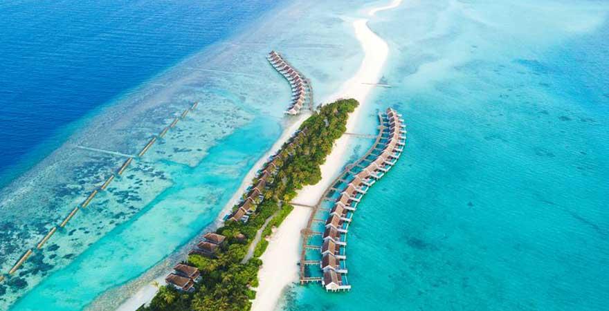 Blick auf Bungalows auf den Malediven