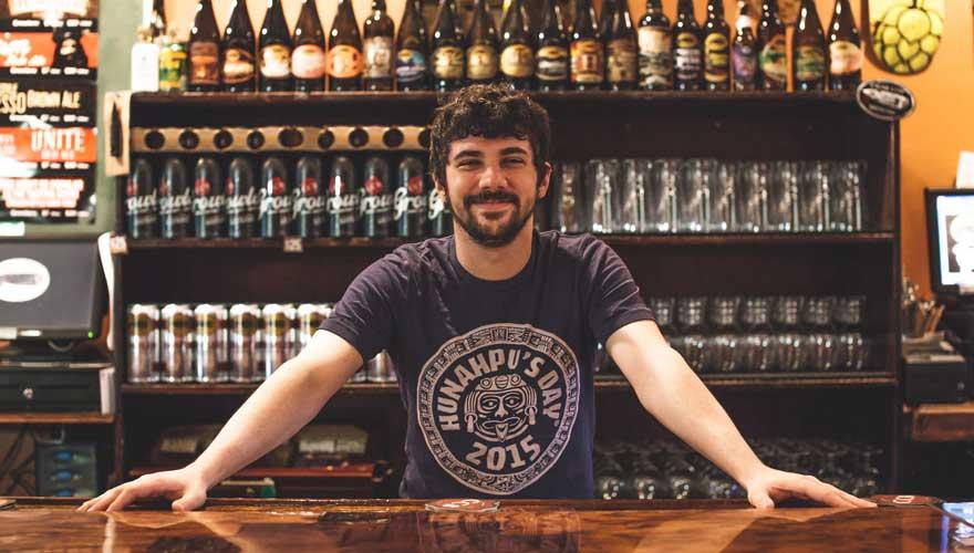 Barkeeper in einer Brauerei in Tampa
