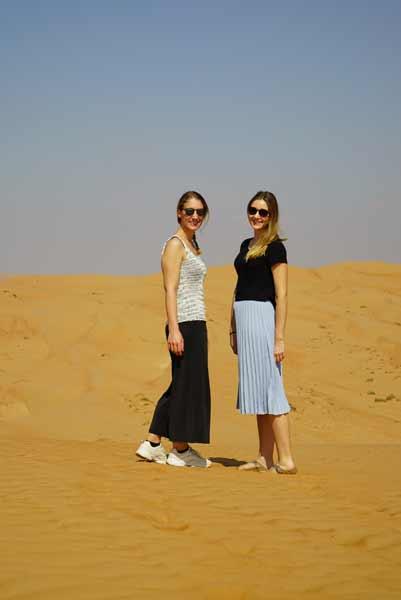 Simone und Lisa in der Wüste