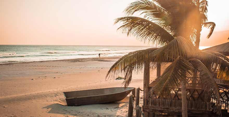 Sonnenuntergang am Strand-der-Souly Eco Lodge im Oman