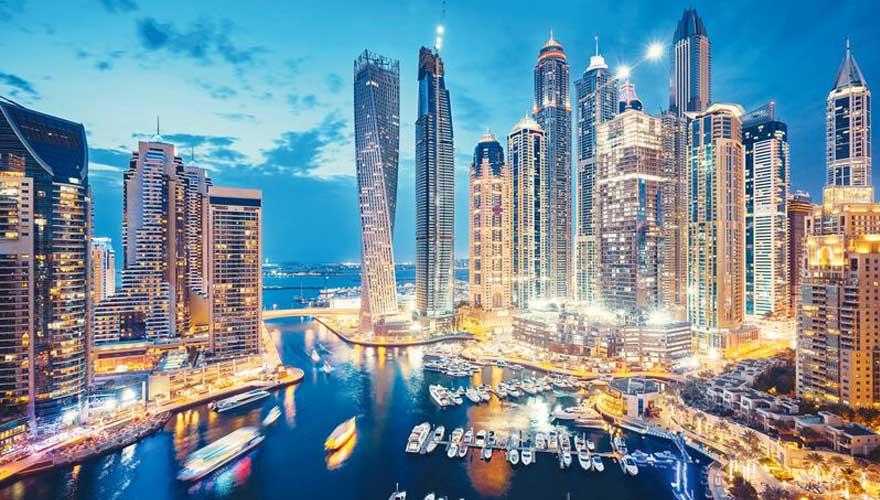 Skyline von Dubai in der Nacht