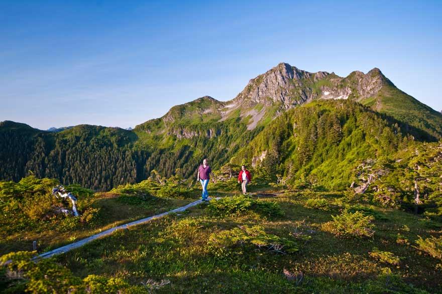 wanderweg in den Bergen in Alaska
