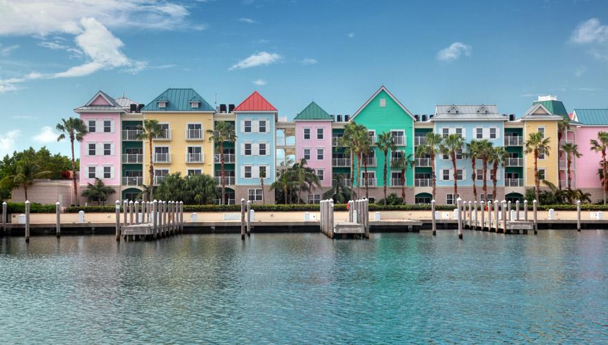 Bunte Häuser in Nassau auf den Bahamas
