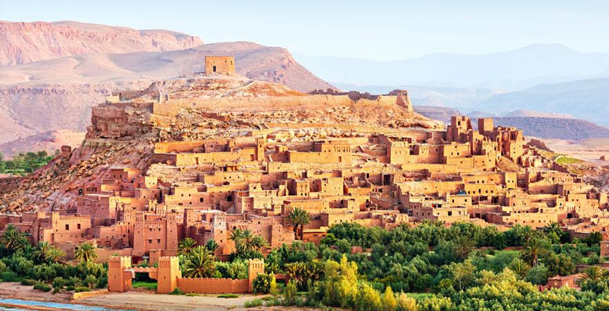 Blick auf eine Stadt in Marokko