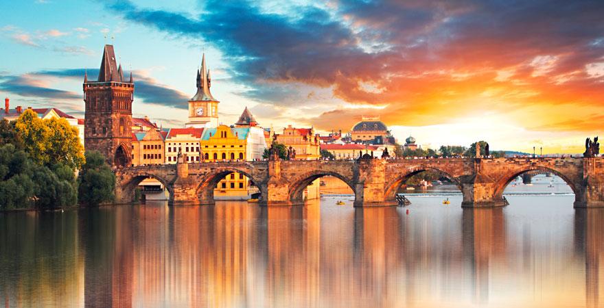 Tschechien mit bekannter Brücke