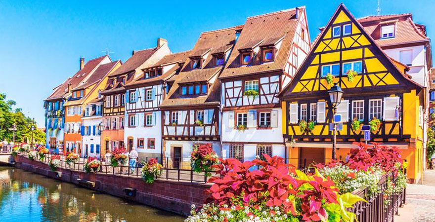Stadt mit Fachwerkhäusern im Elsass