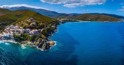 Blick auf die Küste von Korsika