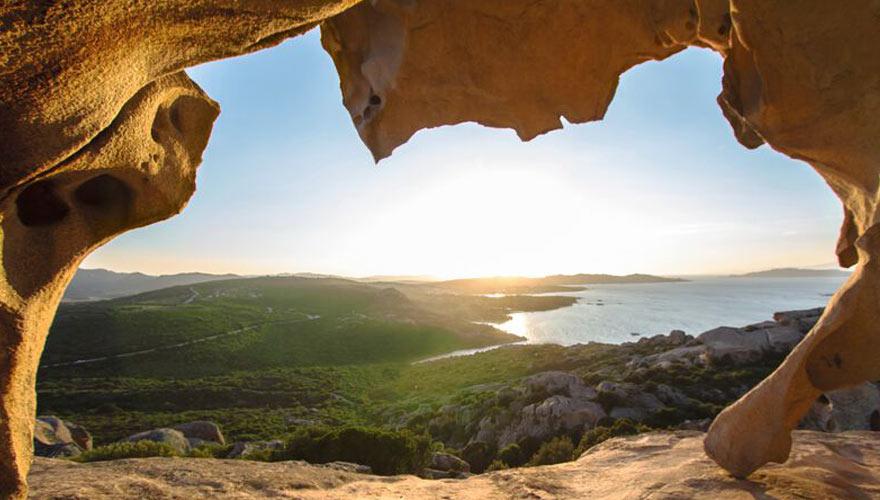Blick auf die Küste auf Sardinien