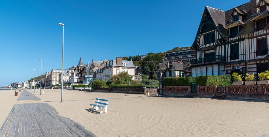 Strandpromenade in Trouville Frankreich