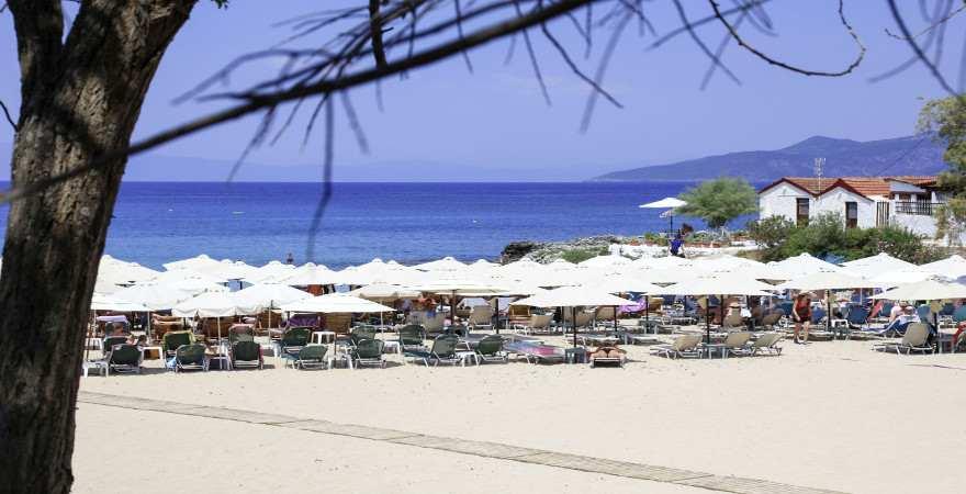 Beach Club direkt am blauen Meer