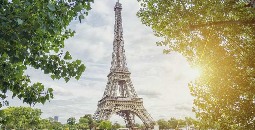 Den Eiffelturm kann man von fast überall in Paris sehen
