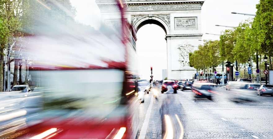 Roter Touristenbus in Paris