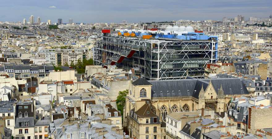 Das avantgardistische Gebäude des Centre Pompidou ragt weit über  Paris hinaus