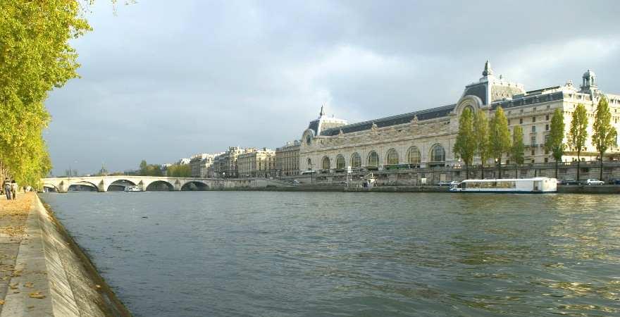Direkt am Seineufer liegt der prachtvolle bau des Musee d'orsay