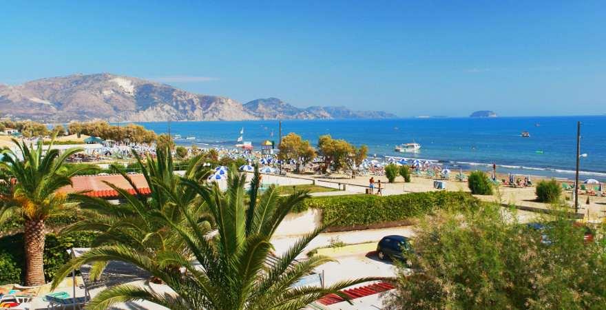 Belebter Strand von Laganas auf Zakynthos