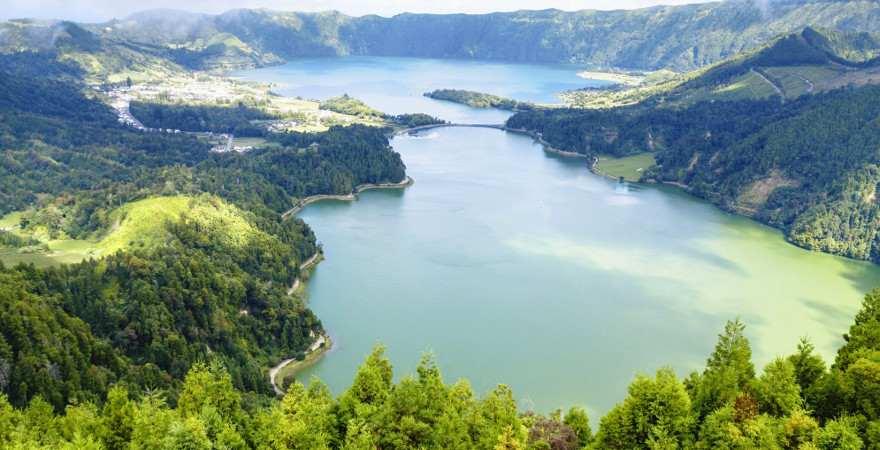 Lagoa Azul und Lagoa Verde sind zwei bekannte Seen auf Sao Miguel