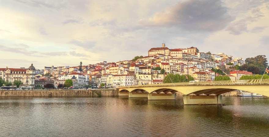 Blick auf die Altstadt von Coimbra in Portugal