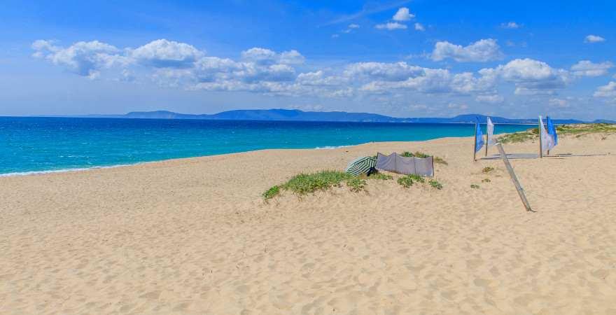 Ein einsamer Strand auf der Halbinsel Troía in Portugal