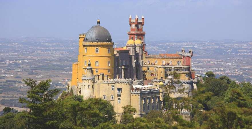 Der fantasievoll gestaltete Palast von Pena in Sintra, Portugal