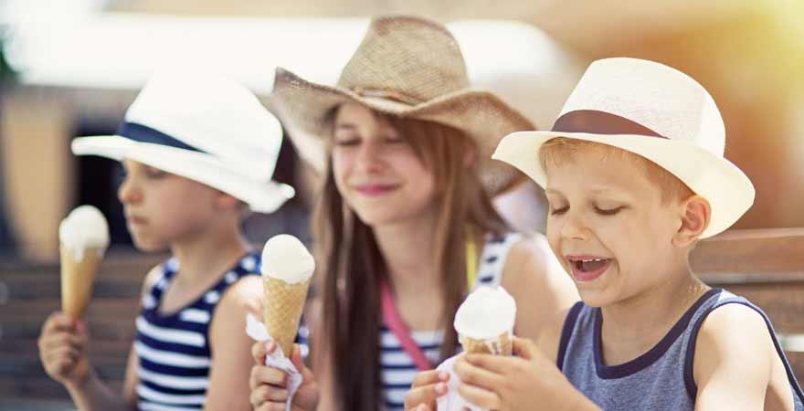 Kinder mit Eis