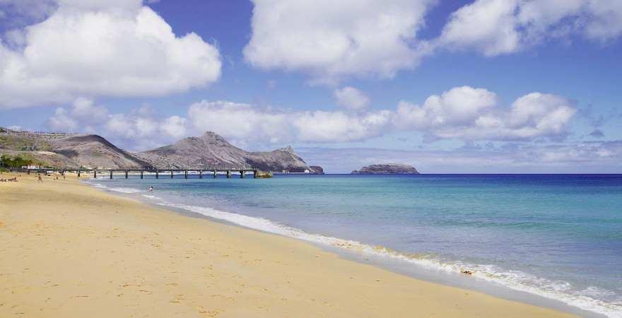 Goldener Strand auf der Insel Porto Santo bei Madeira