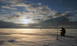 Eisangeln Winterurlaub Schweden