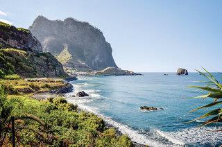 Levadas, üppige Vegetation und raue Küsten