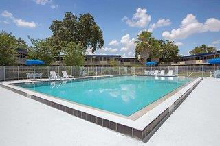 Days Inn by Wyndham Kissimmee FL