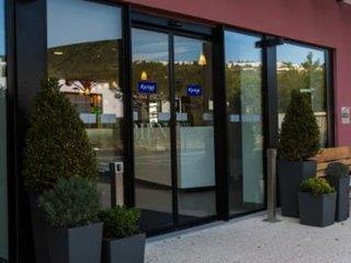 Kyriad Marseille Provence - Aeroport