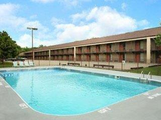 Howard Johnson Inn & Suites Springfield