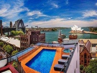 Holiday Inn Old Sydney